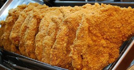 網友分享出如何在雞排店可以拿到免費雞排的「無敵神語」!