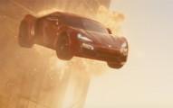 我還以為《玩命關頭7》裡的「跑車飛進高樓」全都是電腦特效,這影片證明他們比想像中更瘋狂!