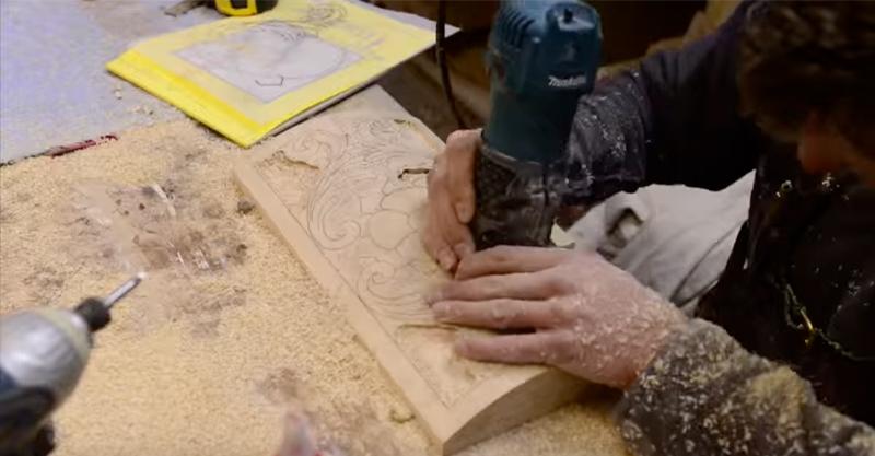 這名木工請太太到他的工作室,當她把布拿掉時就完全石化了!