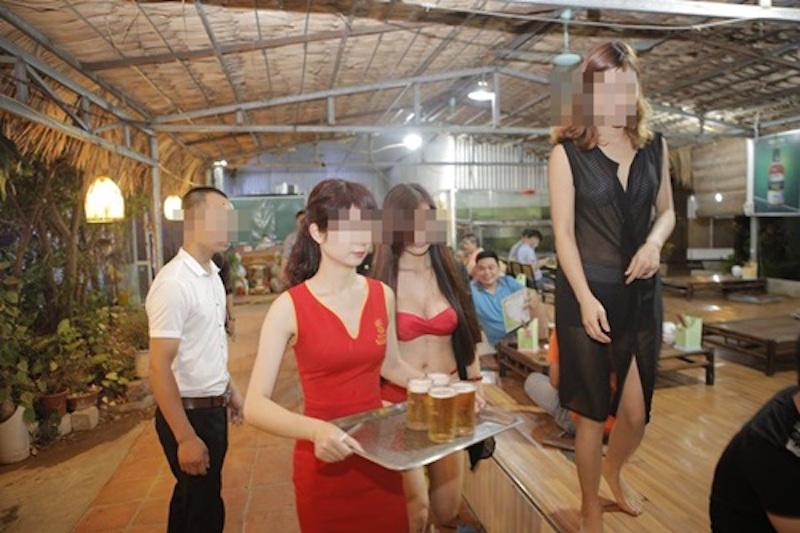 這間越南餐廳因為裡面服務生的身材都太「噴鼻血」,因此居然就被政府罰了...