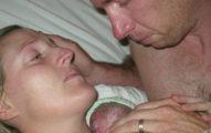 醫生說6個半月早產的雙胞胎兒子已經死掉時他們只想最後抱他一次,一抱時看到的畫面就讓他們停止呼吸了!