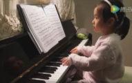 一個3歲小女生能多會彈鋼琴?影片一開始看到她的手指我已經決定要去看她的音樂會了!