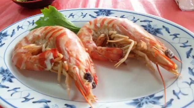 這對情侶吃完一看帳單「2隻蝦子要花960元」差點吐血,但內行人卻說「是你們不懂吃!」