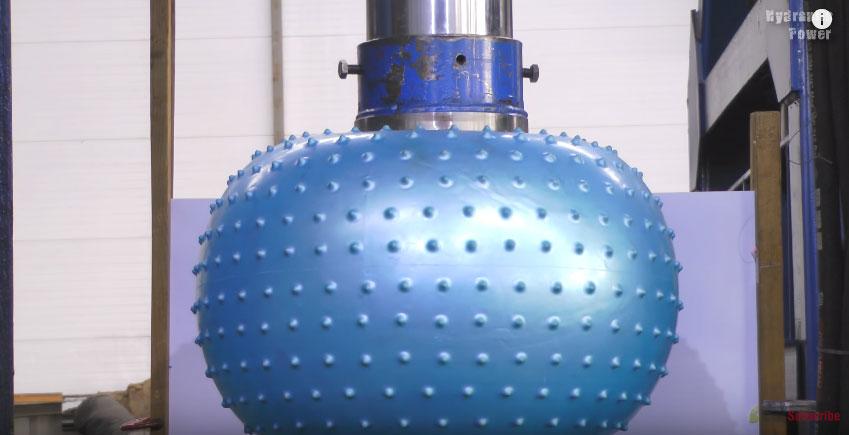 液壓機有辦法壓爆超耐壓的瑜伽球嗎?!結果跟我想像的一點都不一樣!