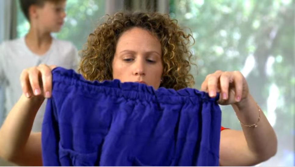 這個「神奇摺衣機器」可以全自動幫你把所有衣服給摺好,但這還不是它最棒的功能呢!