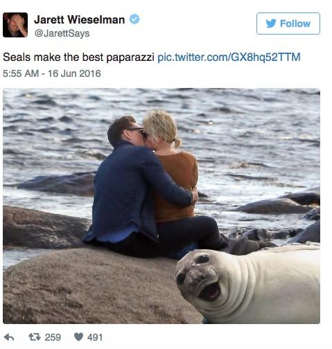 泰勒斯2週前才跟凱文哈里斯分手,現在居然被拍到跟這位「全球男神」在海邊激吻!(有人已經哭慘了)