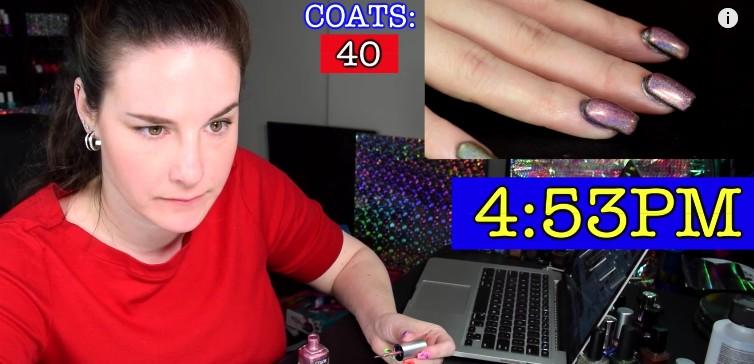 她應網友要求塗「116層指甲油」在手上,最後出爐的「指甲油千層蛋糕」不進金氏紀錄真的太可惜了!