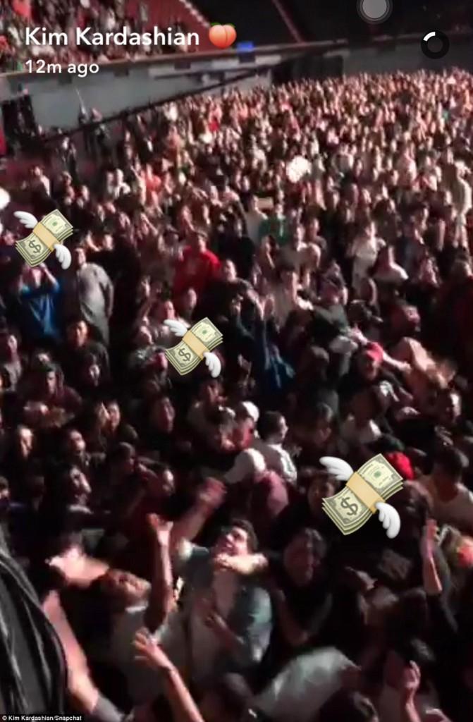 肯伊威斯特推出新MV安排12位名人跟他愛愛派對,左邊那個居然是...泰勒絲?!