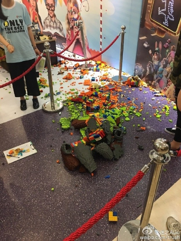 However, within an hour of the piece being on display, a child at the expo accidentally pushed it over while taking a picture. The sculpture broke into thousands of little pieces.