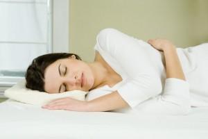 5種女生不同的睡覺姿勢,能用心理學準確看出妳的性格特點及別人眼中的妳!