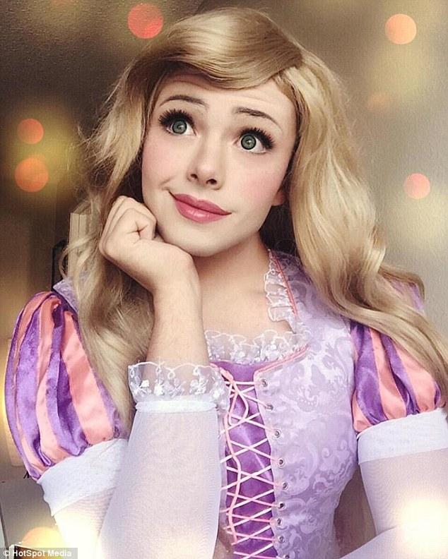 他完美cosplay成11位迪士尼公主 卸妝後「超帥氣的樣子」網友直接暴動❤