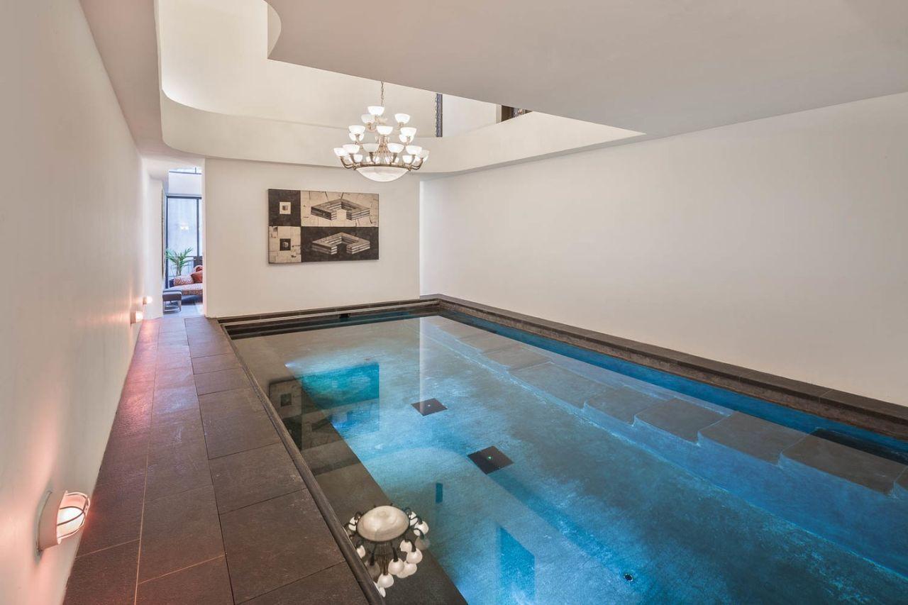 這就是泰勒絲分手後搬進的「月租130萬氣派臨時住家」,看客廳已經很棒但豪華室內泳池已經讓人羨慕死了!