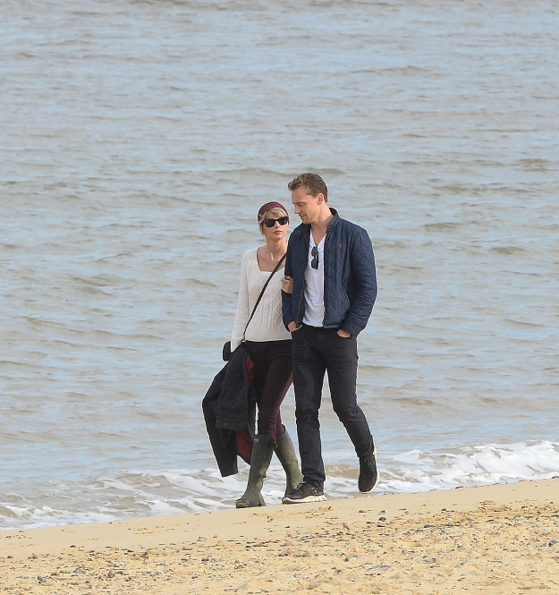 The pair then spent Sunday together, taking another stroll along the beach.