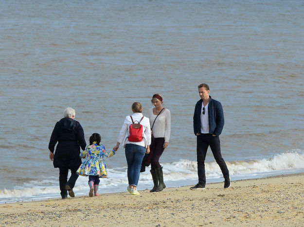 And if we needed any more proof that Taylor has settled into the Hiddleston family with total ease, they were all there hanging out with the loved-up couple.
