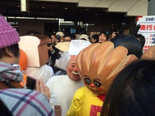 日本動漫活動驚見「童年崩壞麵包超人Cosplay」,還以為果醬爺爺會比較治癒結果根本是讓人嚇哭大魔王!