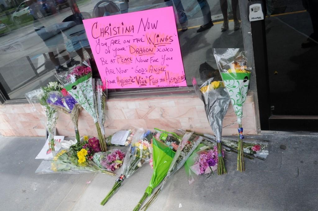 「美國好聲音」選秀明星Christina Grimmie在自己的簽唱會上被槍殺,目擊者形容看到的恐怖畫面...