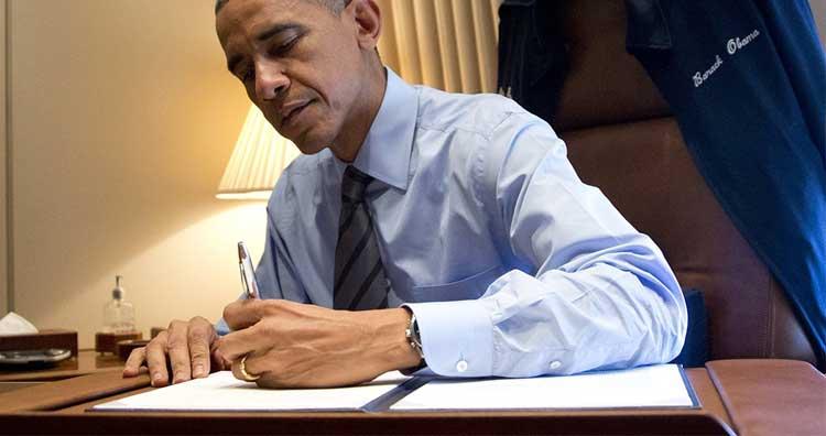Left-handed-Obama