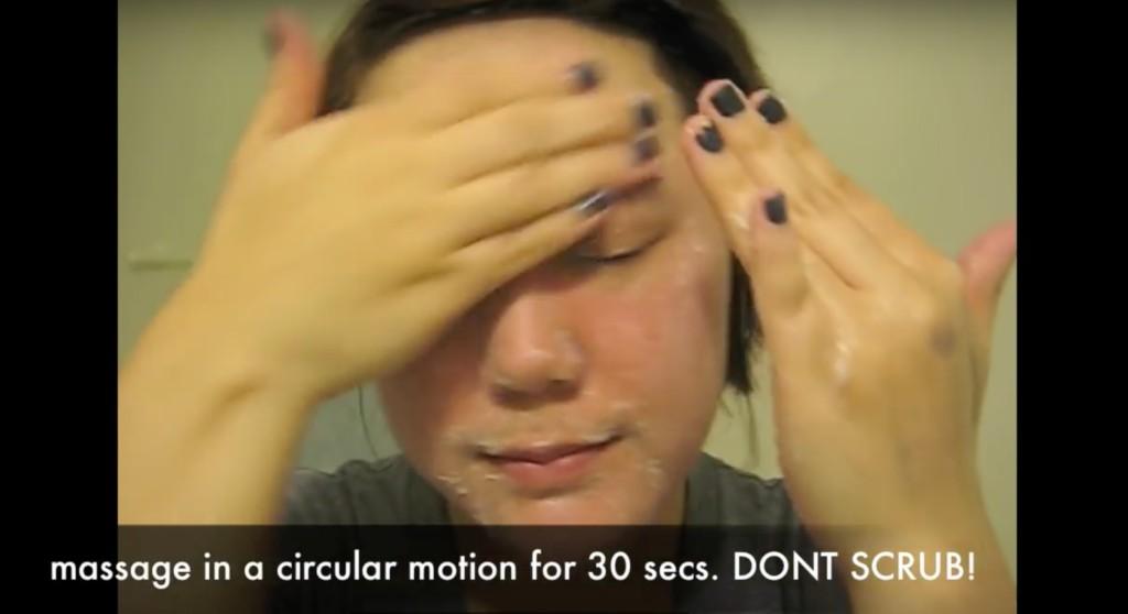 沒想到用這個你每天都忽略的普通日常生活用品,不但能清理粉刺還能讓毛孔縮小喔!