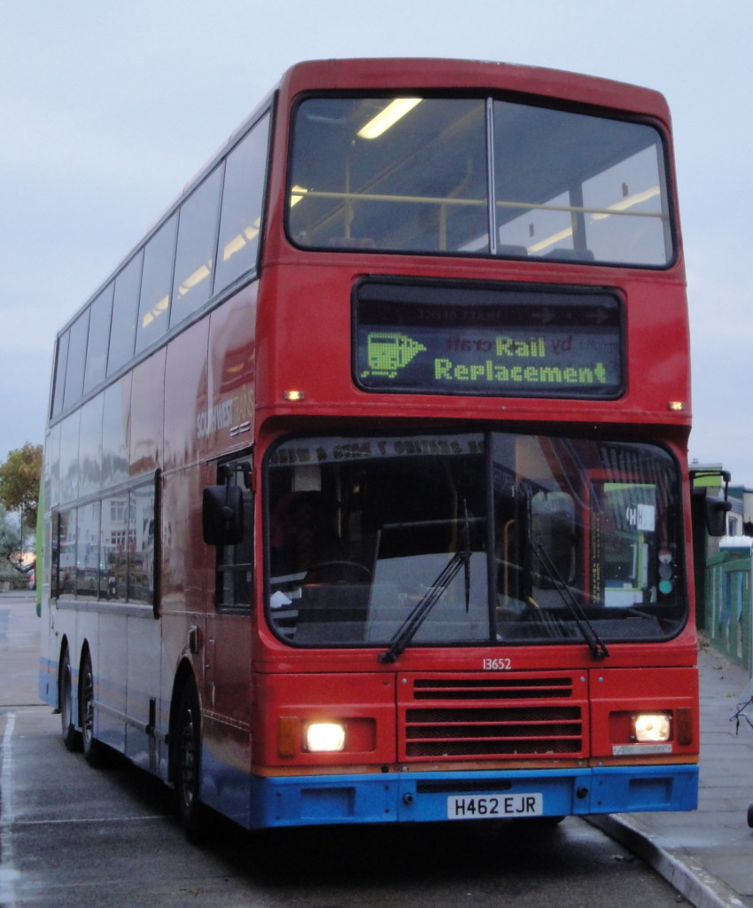 Stagecoach_in_Hampshire_coach_13652_(H462_EJR)_1991_Hong_Kong_tri-axle_(Citybus_162,_ET_1746),_Ryde_bus_station,_31_October_2010_(4)
