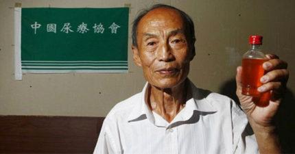 這名81歲的中國男子23年來「天天狂喝自己的尿」!聽到神奇的身體改造後讓很多人都去廁所排隊了!