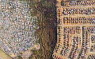 當他用空拍機從天上往下拍時,看到了這個城市讓人心酸的「超不公平畫面」...