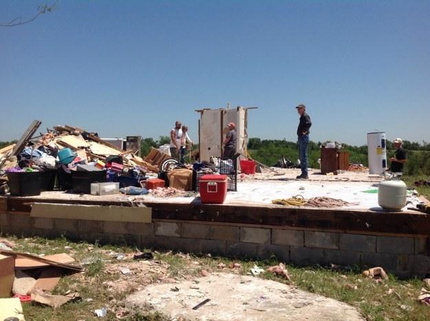 超級龍捲風來襲時,房子都被夷為平地,但沒想到他的馬桶救了他一命!