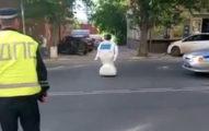 這台會自我學習的機器人居然有自我意識逃離研究室!「造成城市大癱瘓」讓它面臨到被解體的命運...