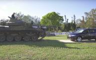 車主因為百萬休旅車一直故障所以他決定用坦克直接把它壓扁,壓完看到車子的模樣我才終於理解坦克的恐怖!