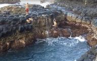 這3名男子看到清澈蔚藍的平靜水池就馬上跳水,幾秒後他們才發現這就是「最恐怖的死亡瀑布」!