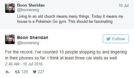他下載了《Pokemon GO》後一回家就發現家外面一大堆人!一回頭看手機螢幕才知道自己家已經不屬於自己了...