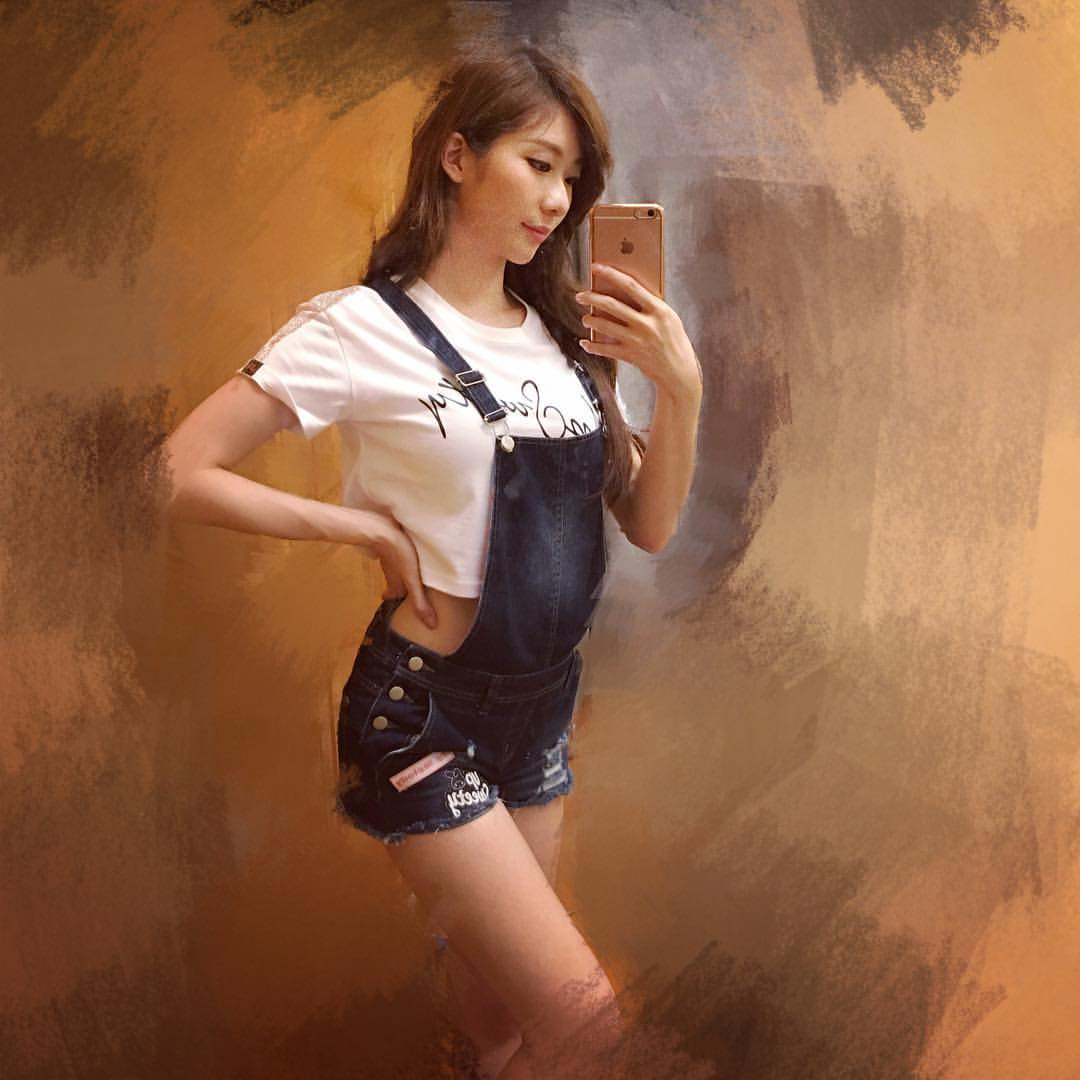 名模藝人張景嵐大膽在臉書上PO出自己素顏的照片,讓網友看到後讚「素顏比化妝好看」!