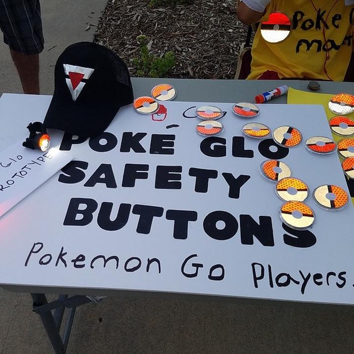 因為太多人玩Pokemon GO受傷了,這7歲小男生發明出的神器已經拯救很多人!