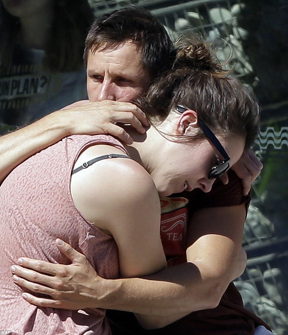 這名男子一開始得知尼斯恐攻中失去了妻子,在得知4歲愛子也被輾斃後他的悲嚎連上天都動容了!