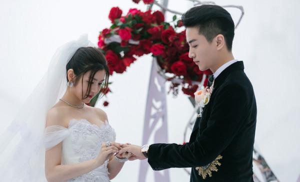 藝人陳妍希與陳曉昨日結婚,在婚禮上透漏「超有梗」孩子名字,全場笑壞了!
