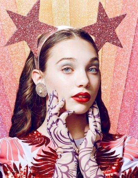 還記得《水晶吊燈》MV中超會跳舞的小女孩嗎?現在14歲大人模樣的她不僅事業成功也已經變成大眼美少女了!