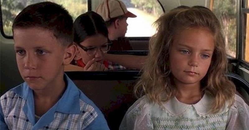 經典名片《阿甘正傳》裡的小阿甘跟珍妮長大了,珍妮長大後超美模樣證明「人生真的像盒巧克力」啊!