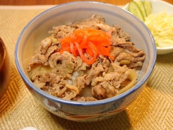 零廚藝新手也一次OK的「10分鐘速成美味『吉野家』牛丼」!原來美味的關鍵就是「這個」!