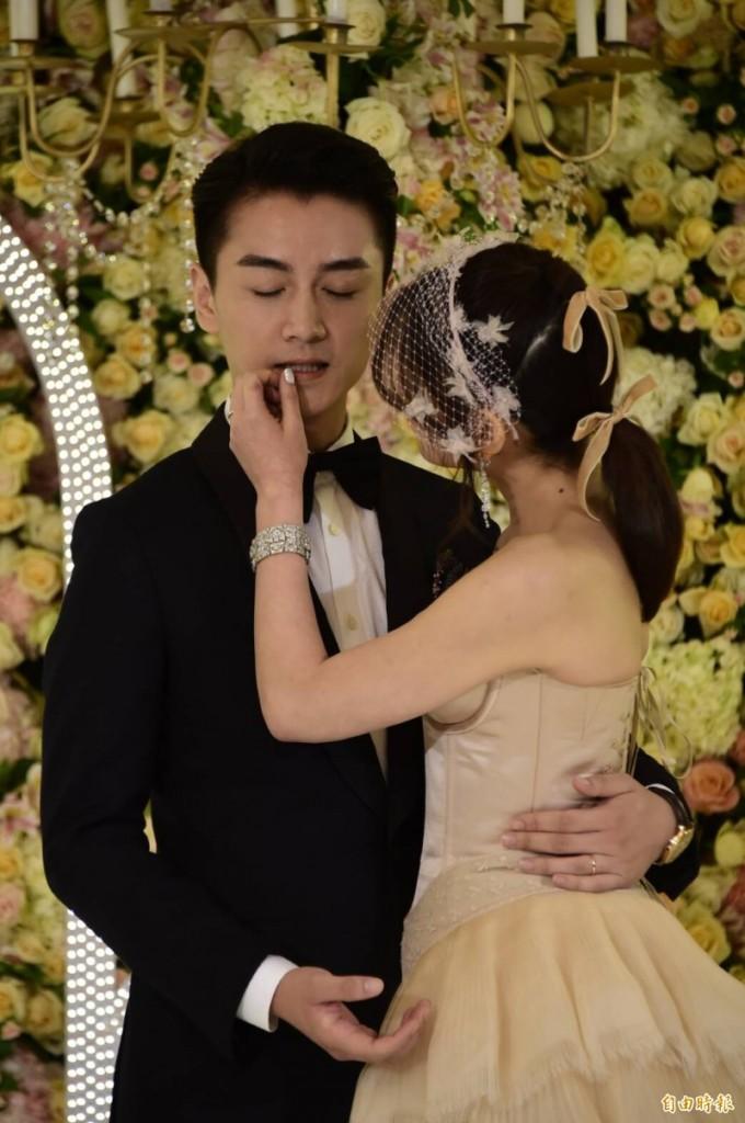 陳妍希陳曉台北婚宴星光閃閃,楊丞琳當場演唱「這兩首英文歌」好聽到全場驚呆!