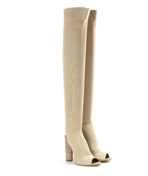 網友看到金卡達夏穿的褲子已經全都快炸掉了,這什麼跟什麼啊?!