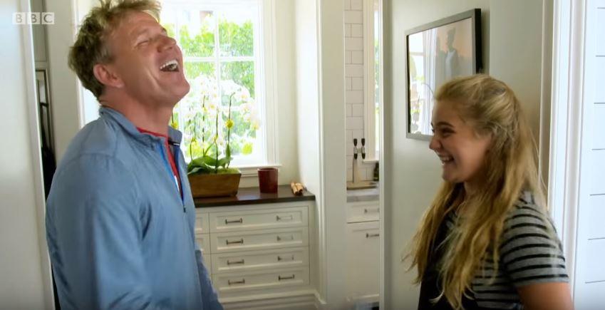 """地狱厨神戈登拉姆齐问女儿""""当世界第一名厨的女儿是什麽感觉?""""结果女儿的""""超呛神回覆""""直接把他的脸打歪啦!"""