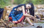 這個神秘民族的女生夏天只穿兩片衣服且「不穿內衣」,當她們「一彎下腰」雄偉的民族精神就全一覽無遺了...