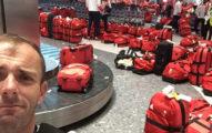 英國奧運選手回國後一看機場景象都傻眼了,「不知道自己的紅色行李袋是哪個」害他們擔心獎牌找不到了...