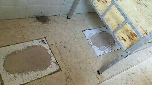 這間貴州學校宿舍裡發出屎味,原來因為之前就是一個「屎房」。網友:「校長辦公室應該要蓋在這裡。」