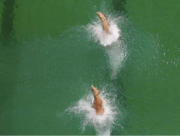 里約奧運深水池一天之內「從乾淨變成濁綠色」,選手表示下水後竟連隊友都看不到!