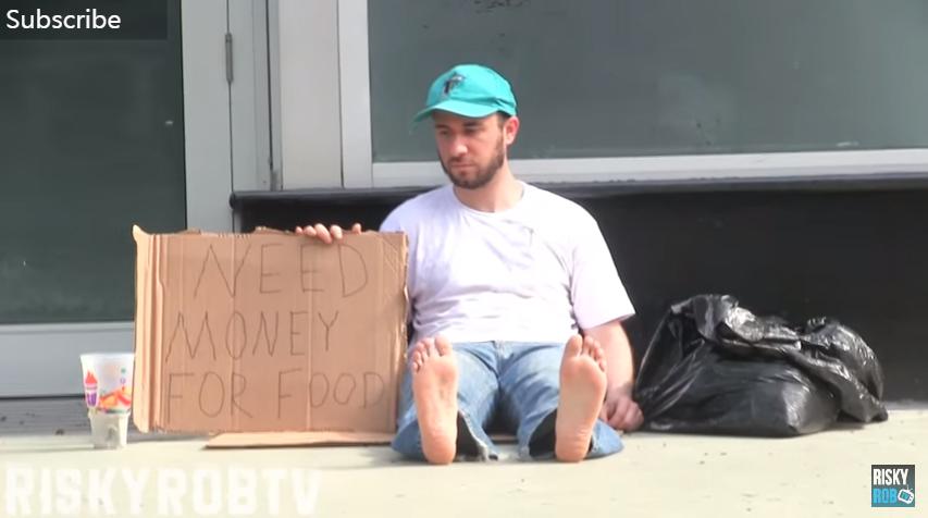 他實驗無家可歸男性vs想隆乳的辣妹「誰能要到更多錢」,超極端結果會讓你對人性徹底失望...