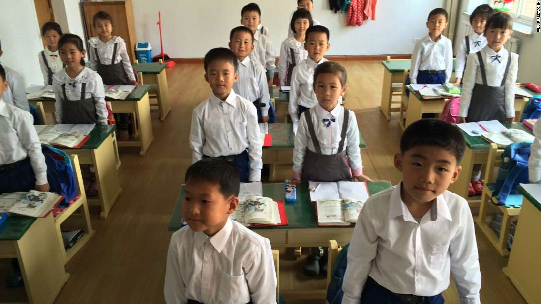每個北韓學生都必須花684小時學習「超扯金正日事積」,聽到他「發明漢堡的傳奇」已經讓我想解救北韓人民了!