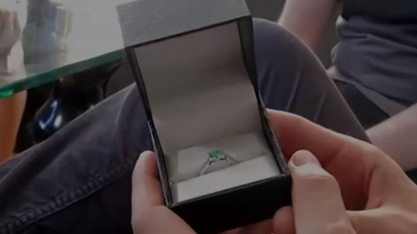 這名阿宅堅稱「已跟凱蒂佩芮網戀6年」還準備求婚戒指,調查者不相信一卡開他信箱驚見1800封來來往信件!