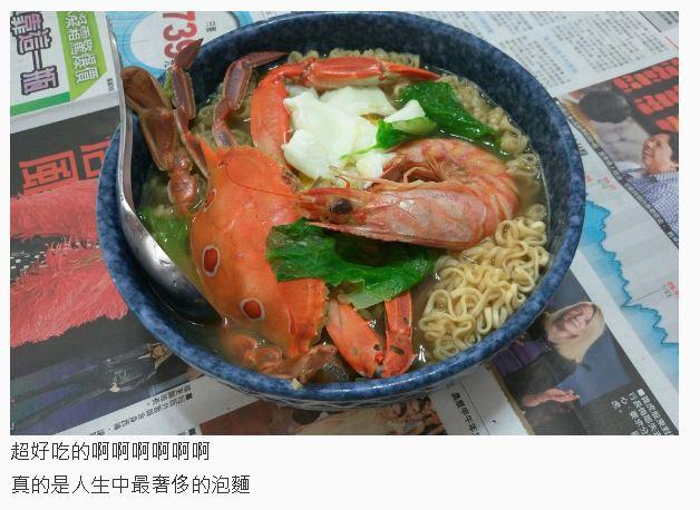 原來澎湖人是這樣吃泡麵的!超狂的配菜讓人流口水發現「這通常只會出現在包裝上」...
