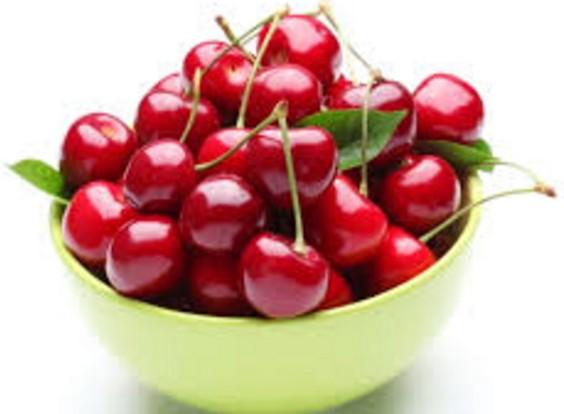 爺爺因為疼愛孫子照3餐餵他吃「這種紅色水果」,結果過不久男童的肛門就爆血裂開了...