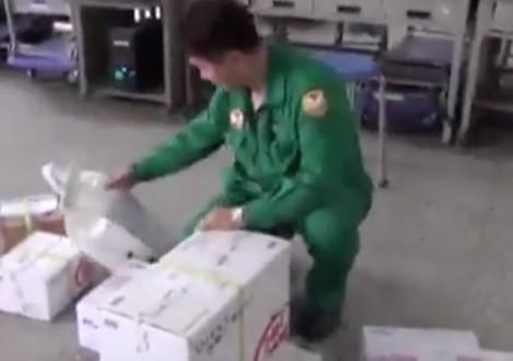 中華郵政公司緊急招考吸15博士搶職,但已經工作4年的博士郵差卻說「做第一天就想離開」!